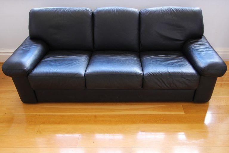 Cómo limpiar un sofá de piel