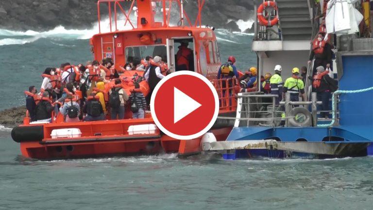 Concluye el desembarco de los 59 pasajeros del ferry encallado en Agaete