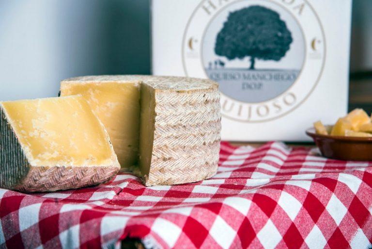 Hacienda Guijoso, el queso manchego ecológico curado sobre madera de sabina
