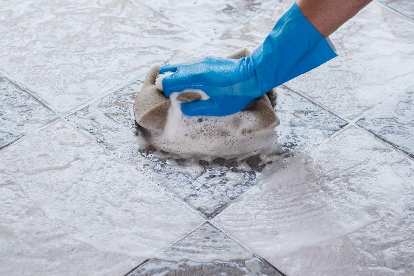 Limpiar juntas del suelo con bicarbonato