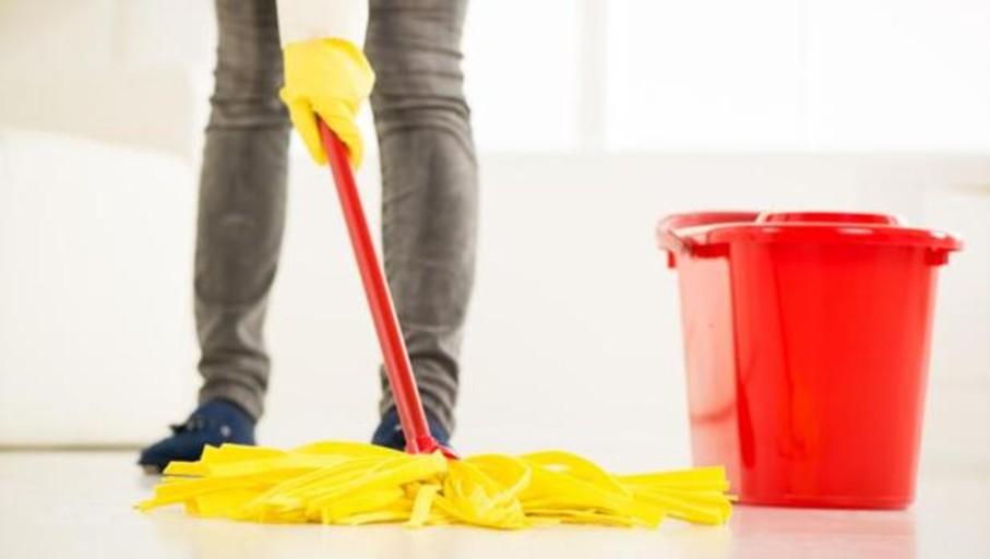 Limpiar juntas del suelo con lejía