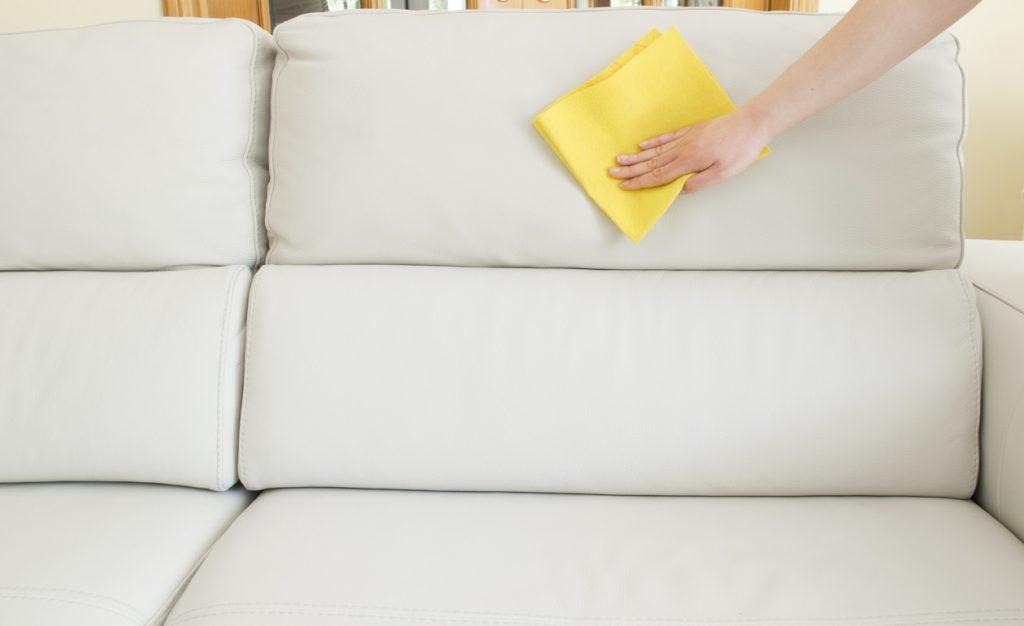 Limpiar sofá de piel