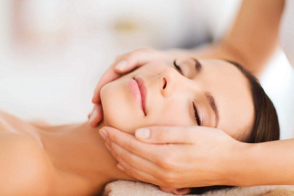 Masajes para la cara hinchada