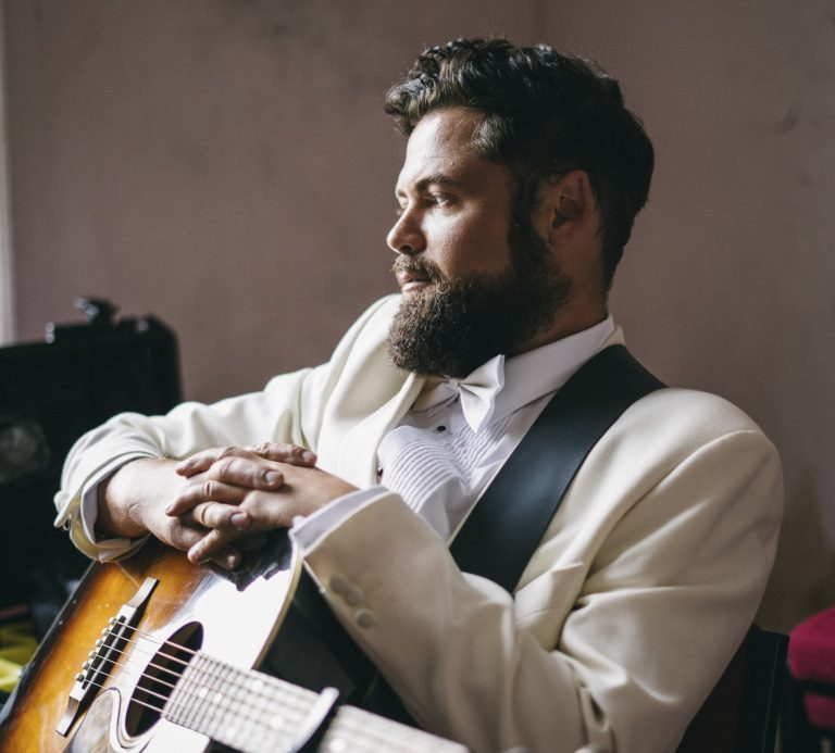 """Passenger presenta """"Songs for the drunk and broken hearted"""""""