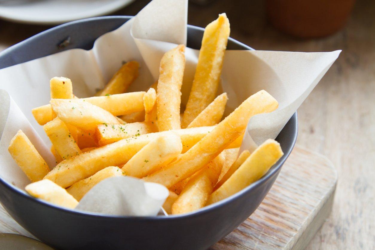 Patatas fritas: las claves para que queden tiernas por dentro y crujientes