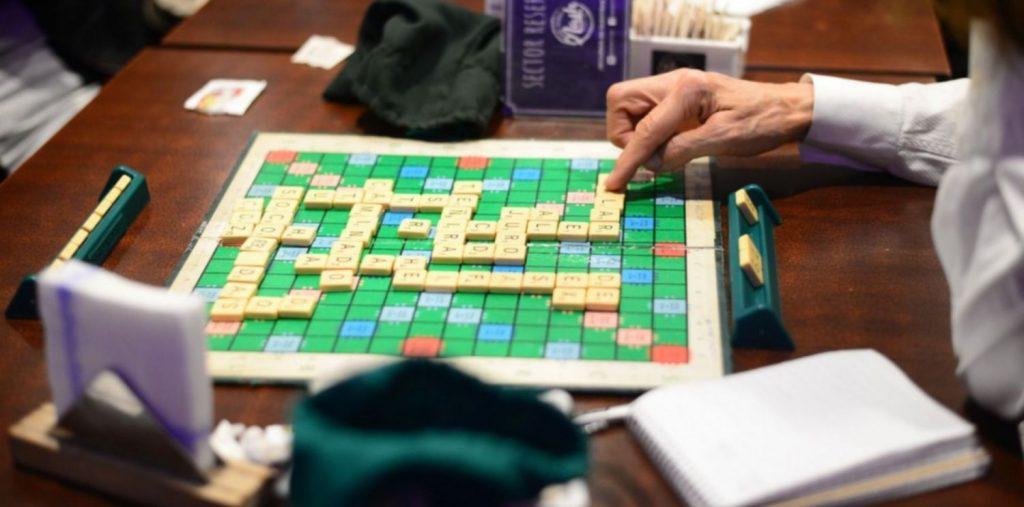 Prepararse para jugar Scrabble