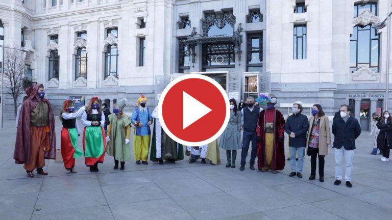 Los Reyes Magos protagonizan una comentada visita al Ayuntamiento de Madrid