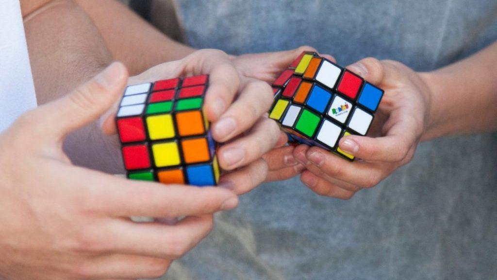Un película con El Cubo de Rubik