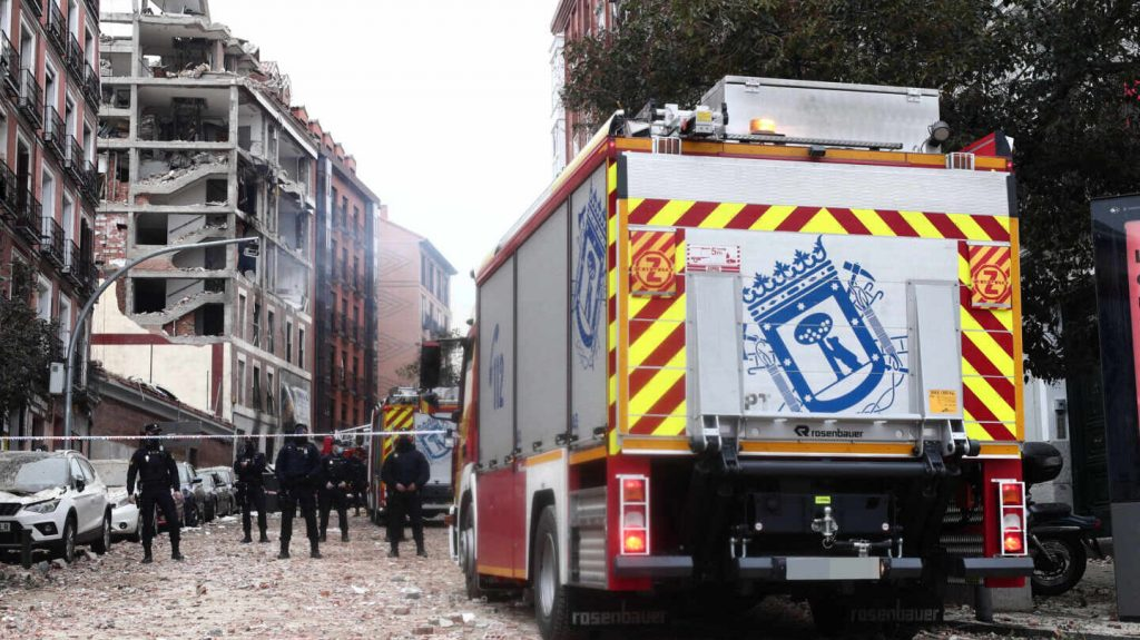 Aumentan a 4 los fallecidos en la explosión de Madrid tras la muerte de un sacerdote