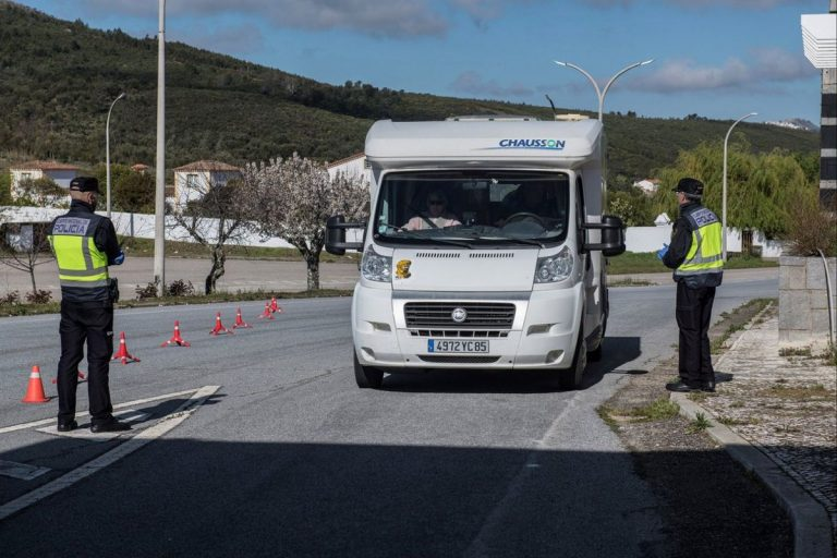 """El consejero de Sanidad de Extremadura no descarta un encierro """"completo"""""""