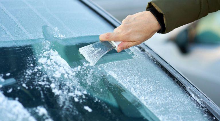 Cómo quitar el hielo del parabrisas
