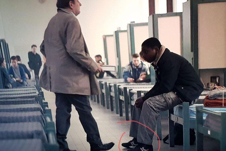 El gazapo de las zapatillas del Decathlon en Lupin y otros memorables