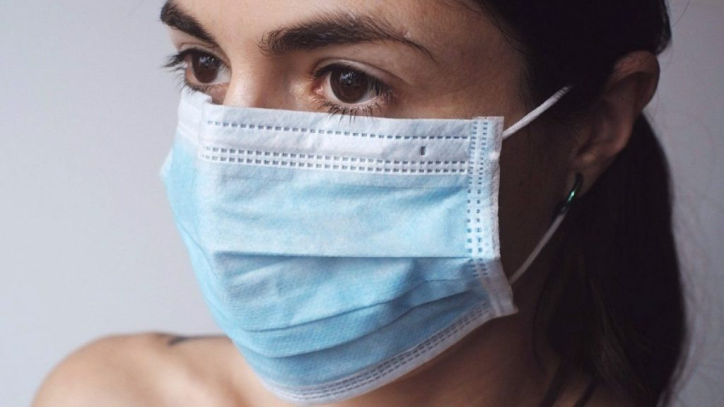Mascarilla: Cómo cuidar las orejas después del maltrato que sufren a diario