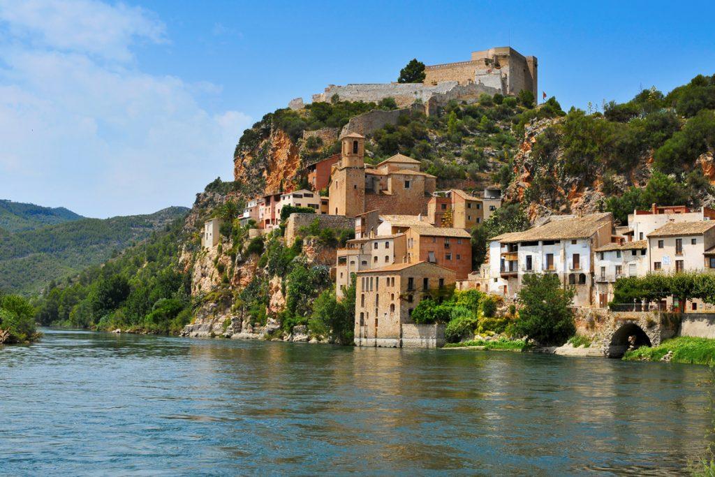 Miravet, en Tarragona, es sin duda uno de los pueblos más bonitos de España