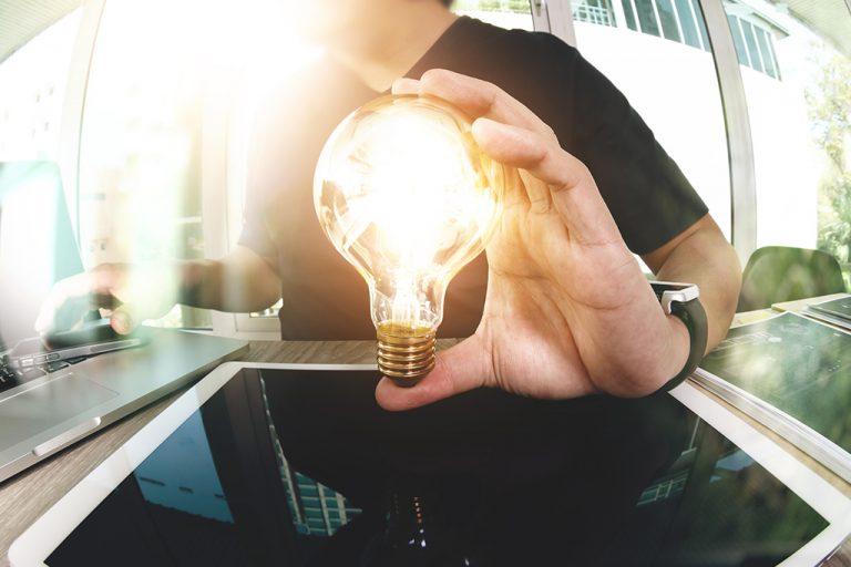 Cómo hacerle perder dinero a tu eléctrica con la subida de la luz