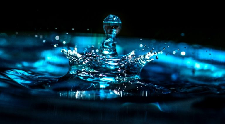 5 razones por las que no deberías beber agua embotellada