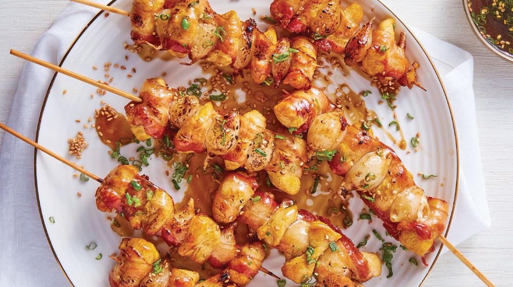 Preparación original de las brochetas de pollo y verduras