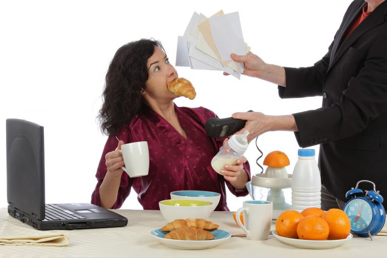 Comer por estrés: trucos para evitarlo y no arruinar tu dieta