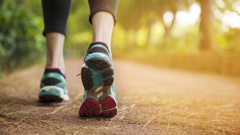 Este es el tiempo que debes andar para mejorar tu dieta y perder peso
