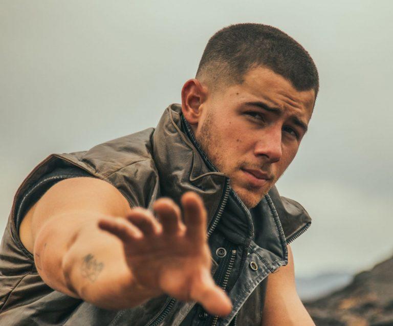 Nick Jonas regresa en solitario con 'Spaceman'
