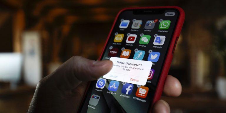 Facebook y otras cinco apps que deberías borrar de inmediato de tu móvil