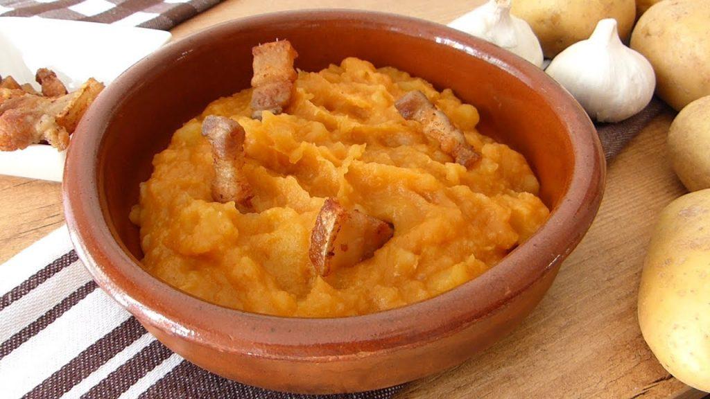 ¿Cómo preparar patatas revolconas?
