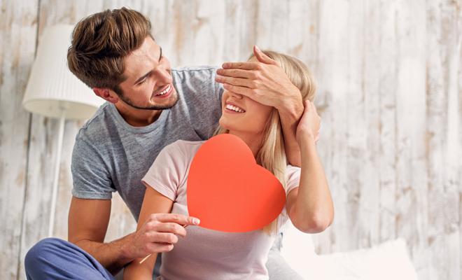 Planes para celebrar el día de San Valentín en casa y triunfar igual que si salieras