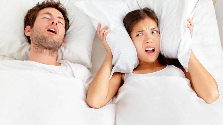 Por qué hablas cuando duermes