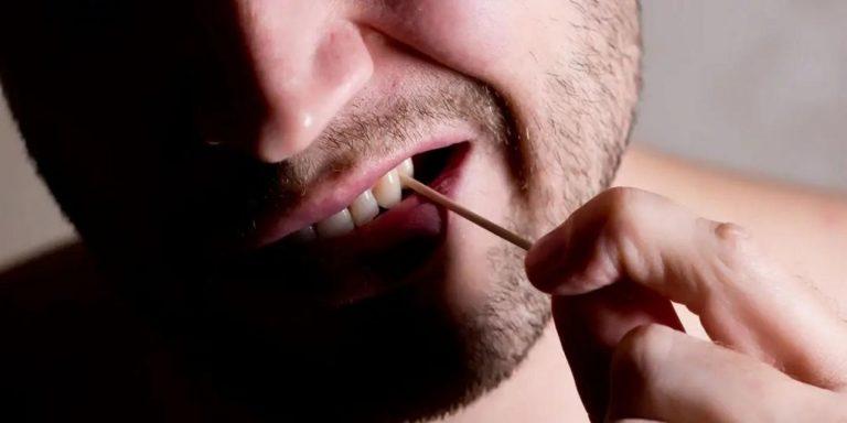 Por qué no debes usar un palillo de dientes