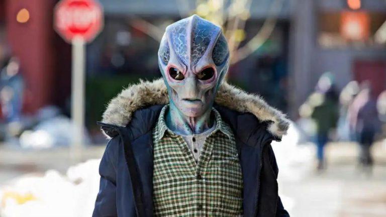 Resident Alien: la combinación perfecta de Doctor en Alaska y E.T