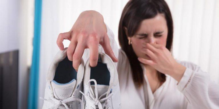 Cómo eliminar el mal olor de tus zapatos