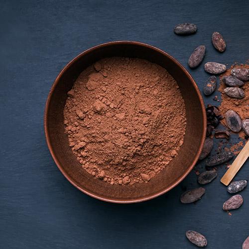 El contenido del cacao en polvo en azúcar y fibra