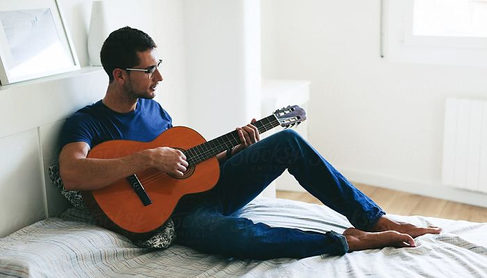 Aprender a afinar la guitarra