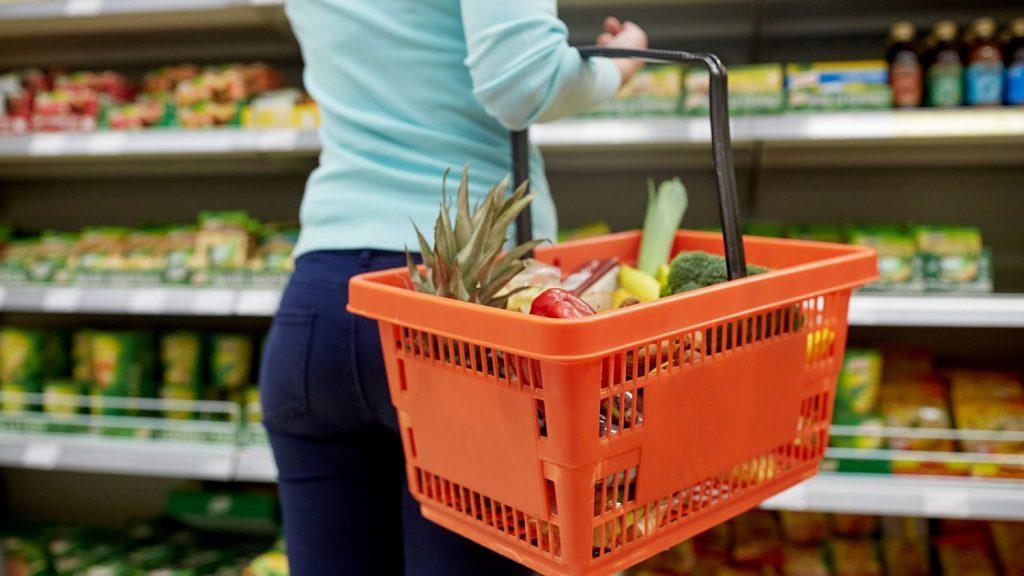 Aldi e Hipercor barren a Mercadona y Lidl los mejores súper para comprar carne, verduras o marcas blancas según la OCU
