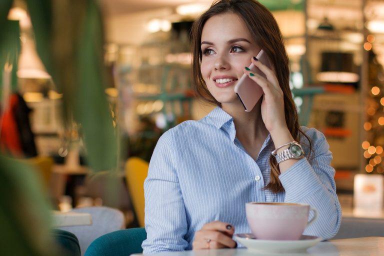 Cómo hacer una llamada a tres en Android