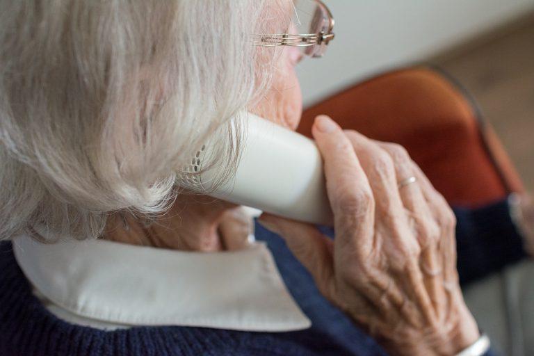 Cómo solicitar un asistente para personas mayores