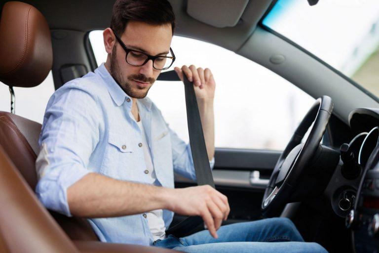 DGT: así es como deberías ponerte el cinturón de seguridad