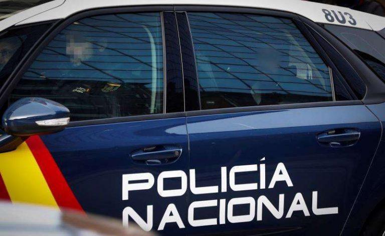 Detenido por agredir a un ertzaina un joven que participaba en un botellón