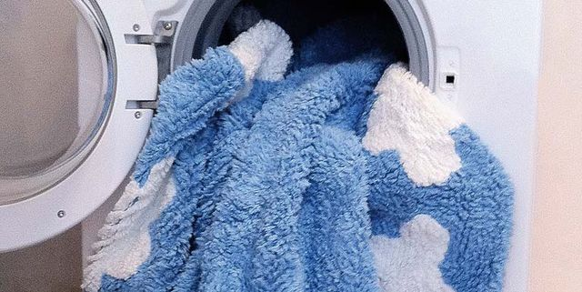 Al sacar la ropa de la lavadora