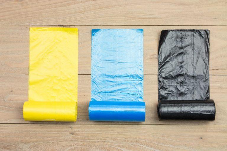 Lo llevas haciendo mal toda la vida: la forma en que deberías colocar una bolsa de basura
