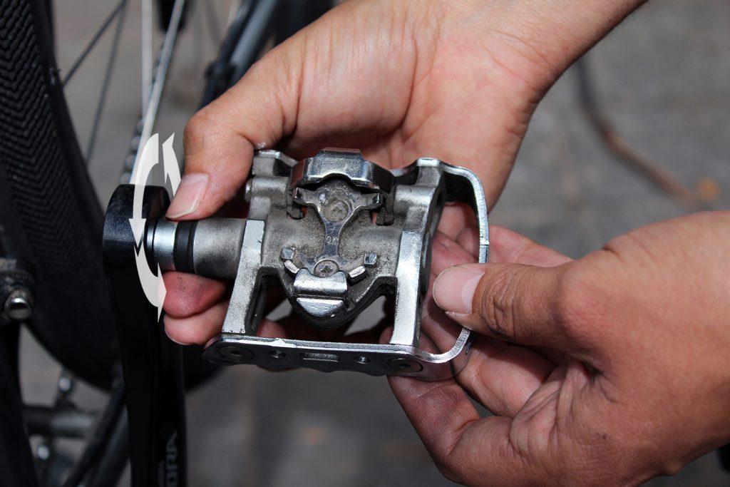 Remover los pedales de una bicicleta
