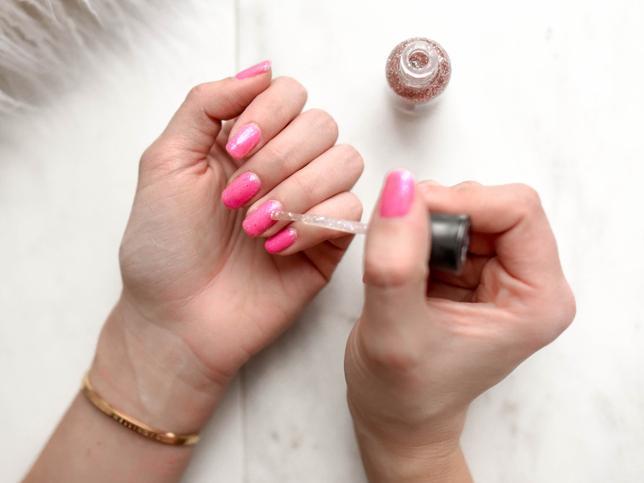 ¿Cómo hacer que mi esmalte de uñas dure más tiempo?