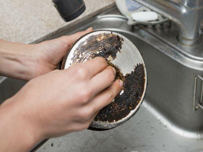 ¿Se puede recuperar una olla quemada?
