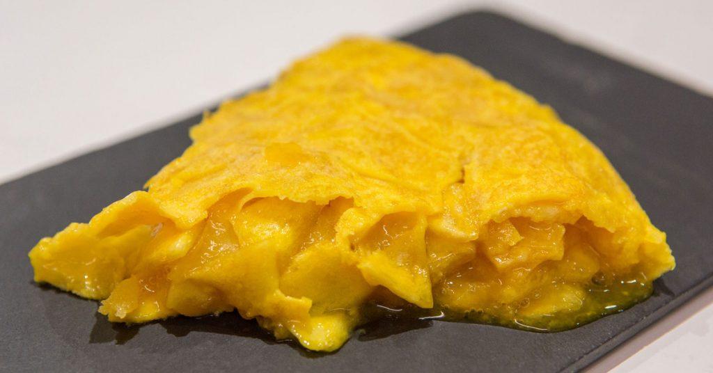Tortilla de patatas poco cuajada