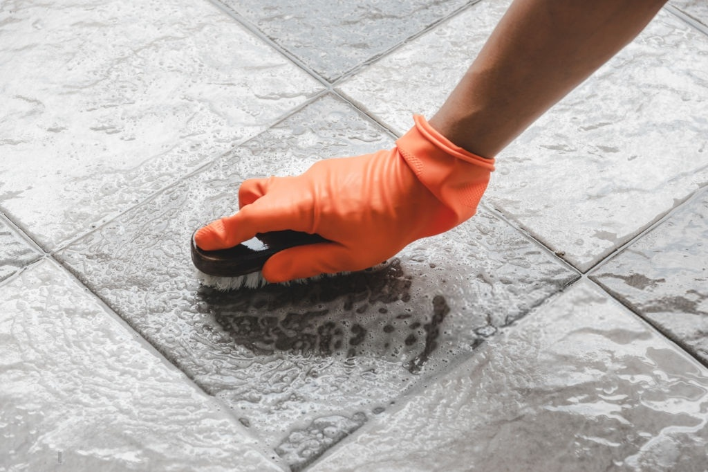 La limpieza dependerá del tipo de piso que tengamos en la terraza
