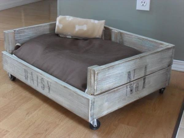 ¿Cómo hacer una cama para perros sin morir en el intento?