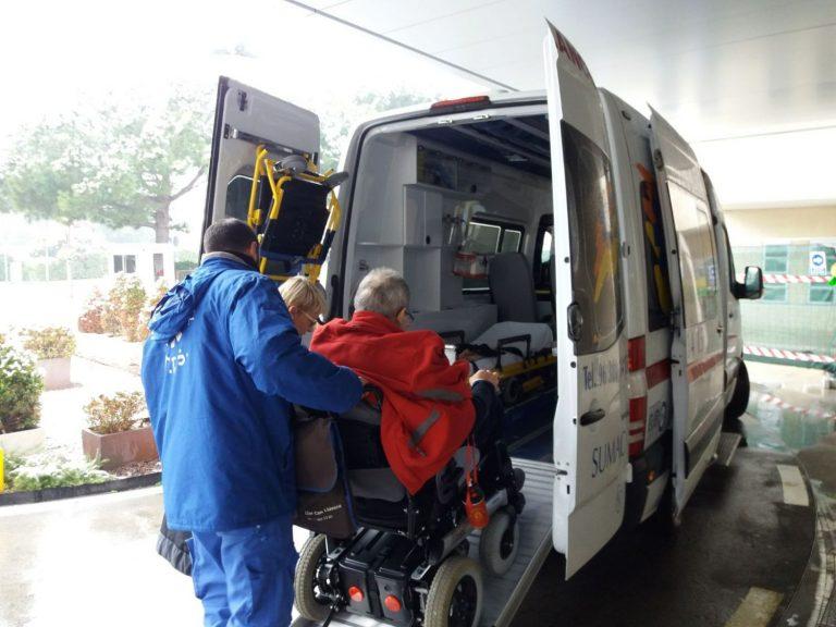 Cómo solicitar una ambulancia de traslado