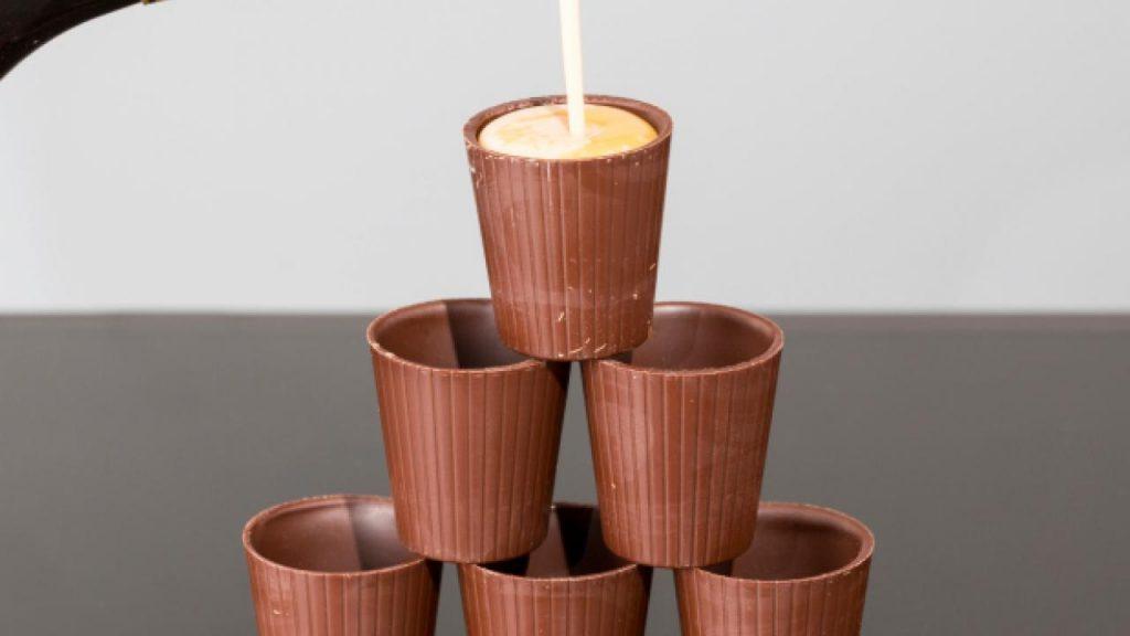 Sácale provecho a tu licor irlandés de chocolate y sírvelo de la forma más elegante