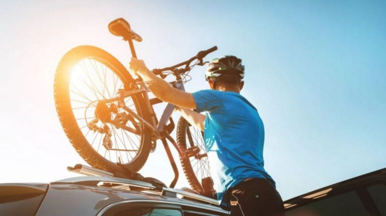 Cómo llevar las bicicletas en el coche y que la DGT no te ponga una multa