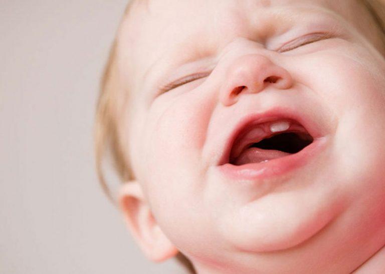 Cómo aliviar el dolor de encías de un bebé